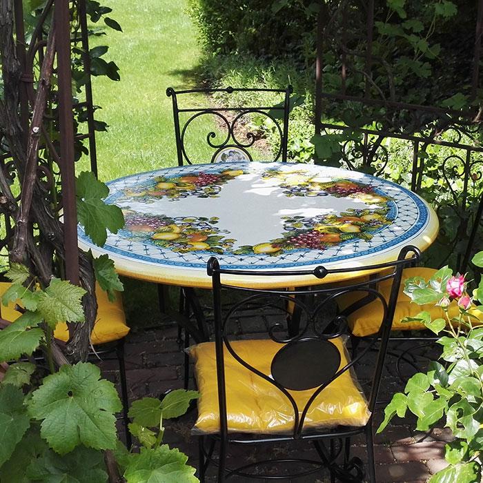Round ceramic tables